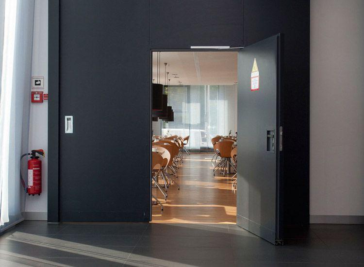 t ren im hotelbau ihr unternehmen f r ausbau in. Black Bedroom Furniture Sets. Home Design Ideas